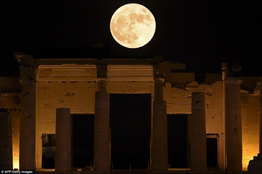 supermoon-in-propylaea