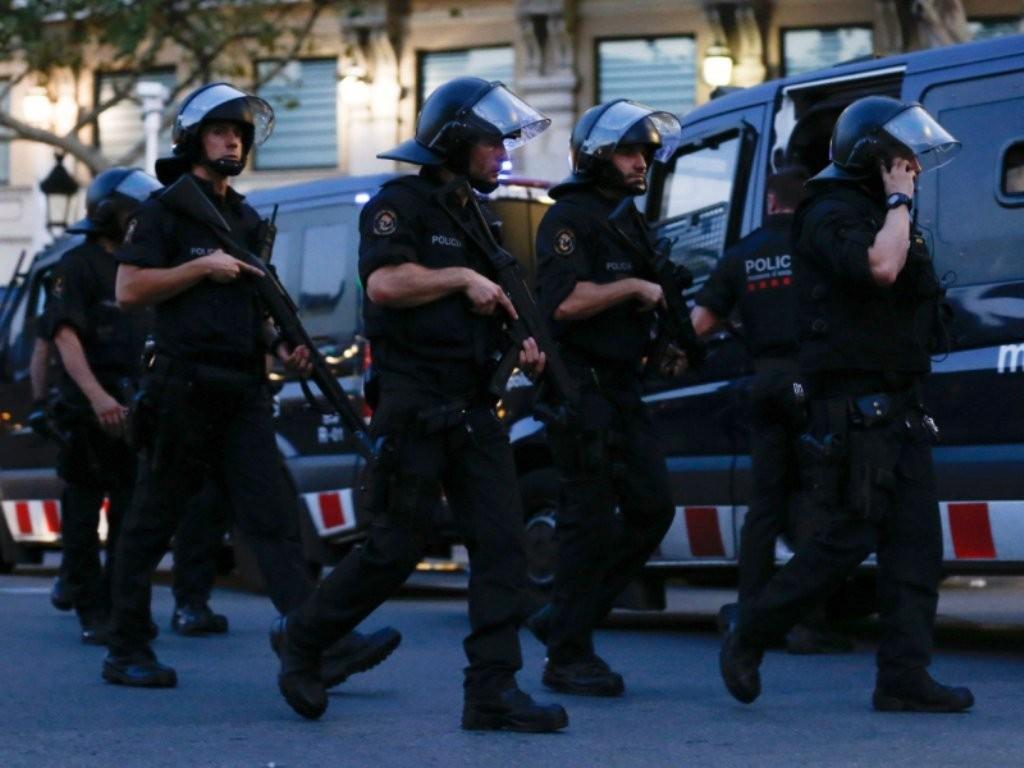 barcelona_policemen